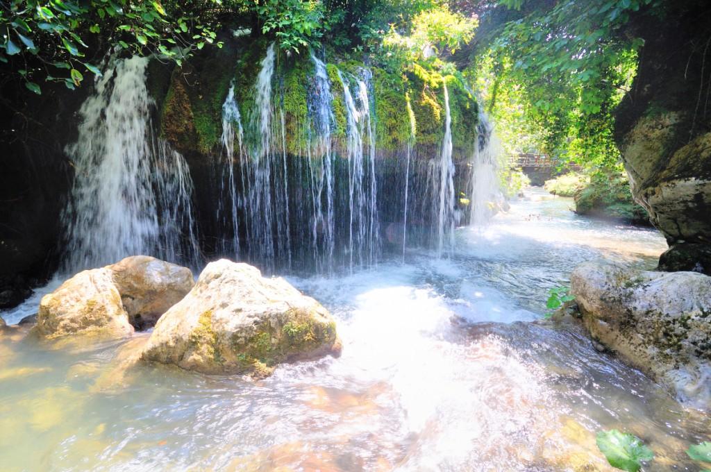Giochi di luce alla cascata Capelli di Venere