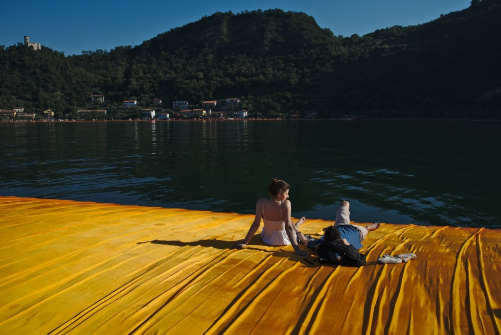 Relax on the floating piers